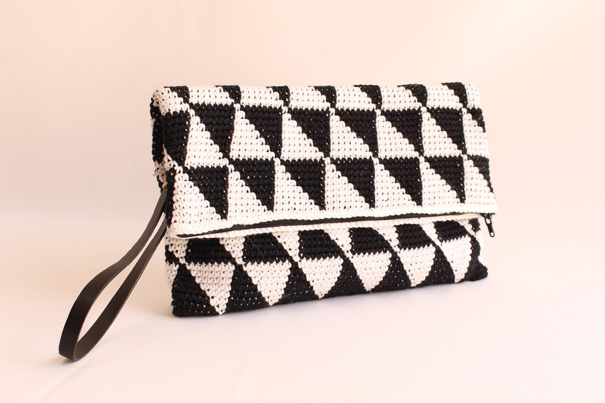 Bolso clutch crochet...