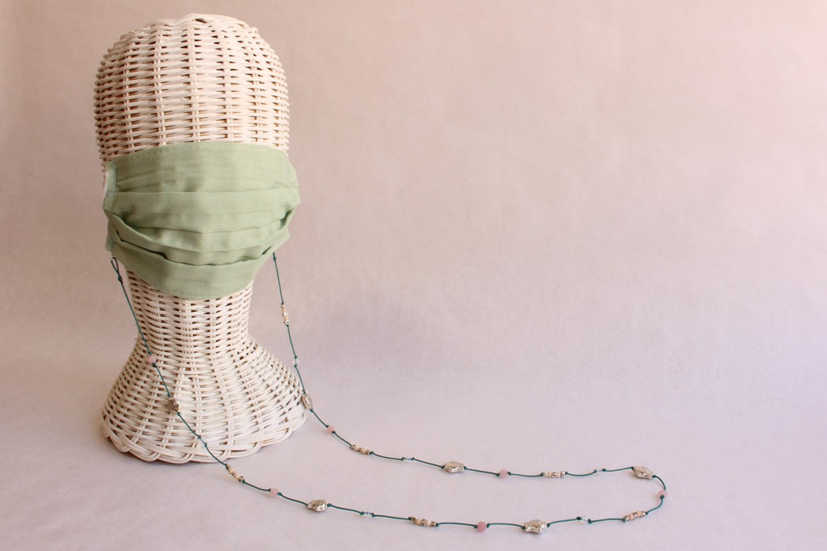 Collar Cuelga mascarillas...