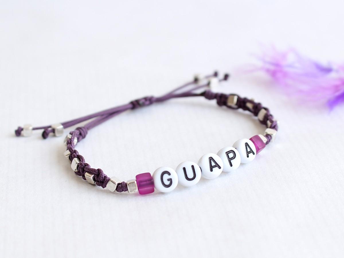 """Pulsera """"GUAPA"""" Macramé..."""