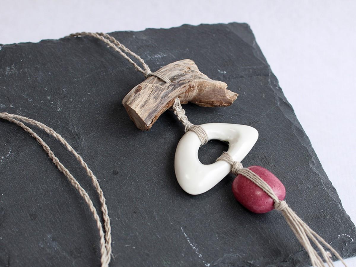 Collar NURA WHITE WOOD ROSE